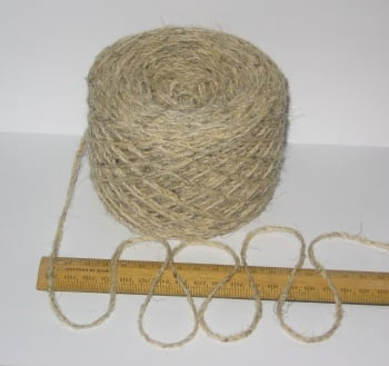 100g 100% undyed British Swaledale Aran knitting / rug wool Natural Cream Grey