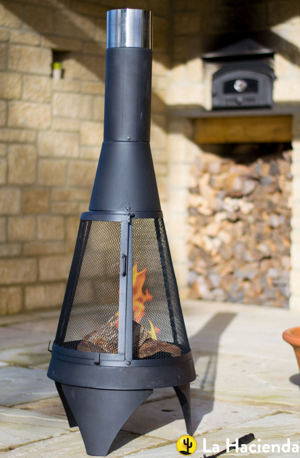 La Hacienda Mesh Colorado Medium Black Steel Garden Chimenea