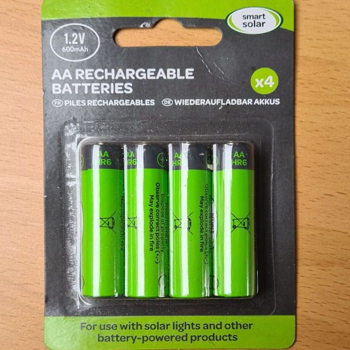 Smart Solar Rechargeable AA Batteries for Solar Animals 600mAh 4 pack