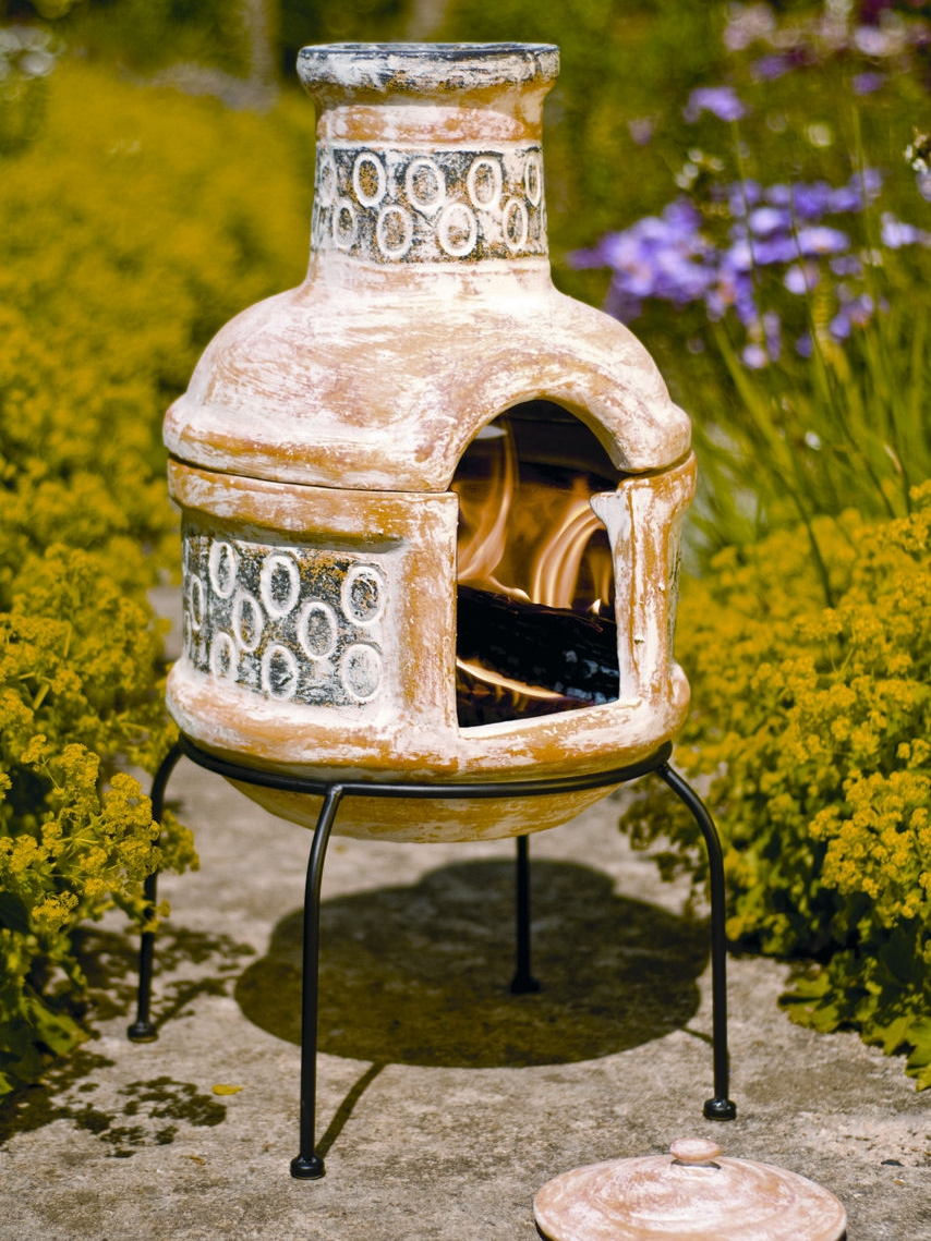 La Hacienda Clay Chimenea Chiminea - Circles Design with Grill