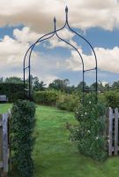 Smart Garden York Metal Garden Rose Arch Gothic Style