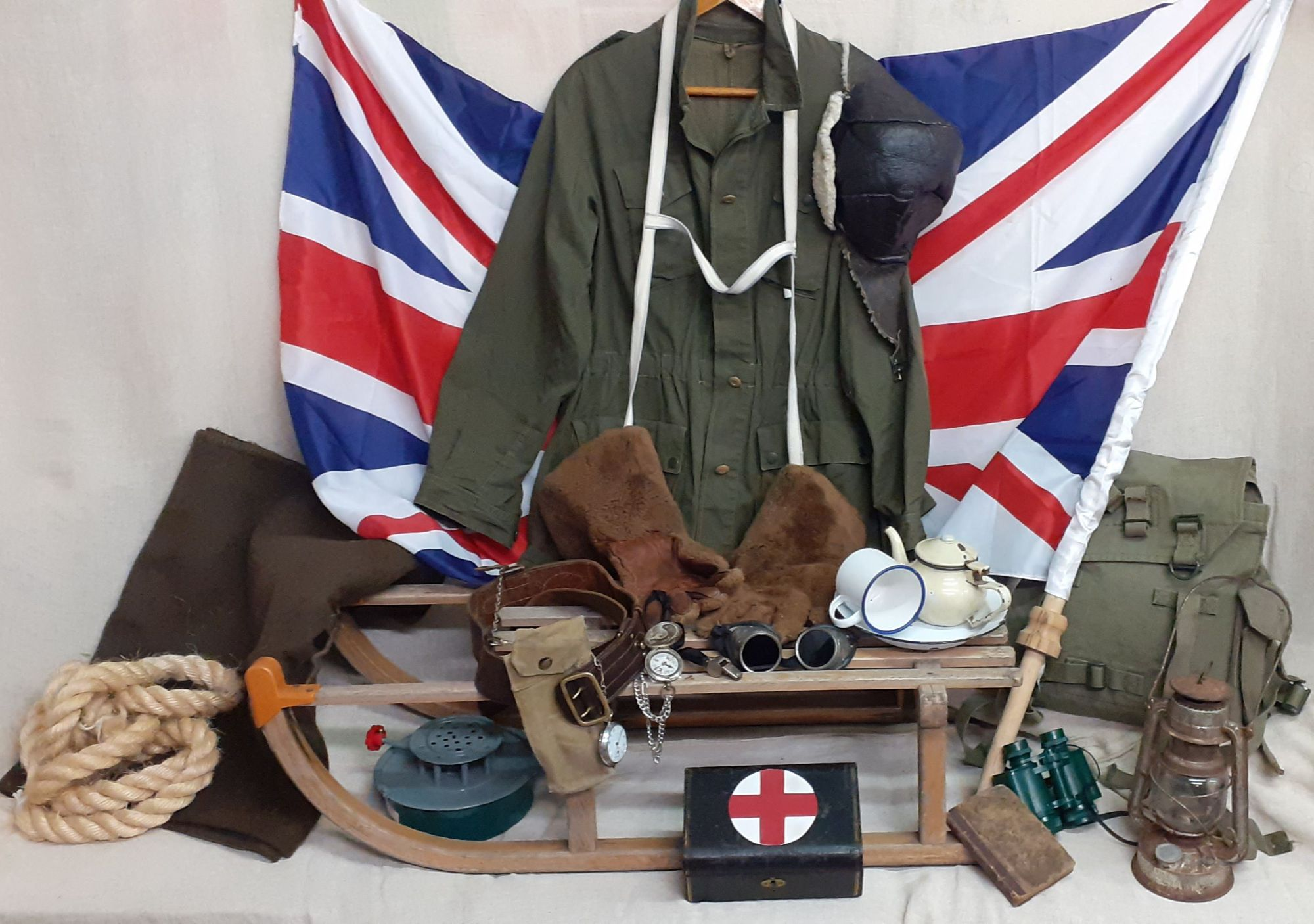 1910s antarctic clothing and artefacts based on the expedition of Enrnest Shackleton