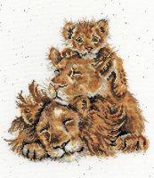 Family Pride Lion cross stitch - Hannah Dale