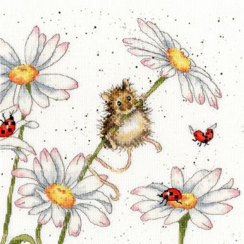 Daisy Mouse cross stitch - Hannah Dale