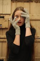 <!-- 005 -->Gloves